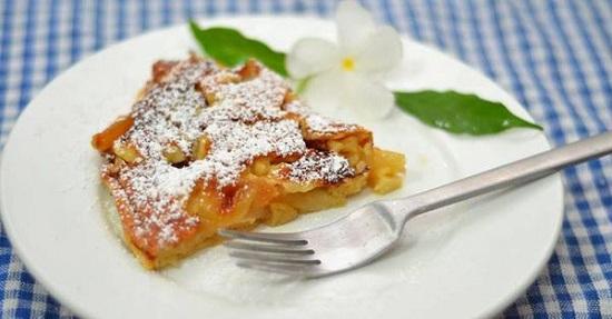Німецький яблучний пиріг з мигдалем