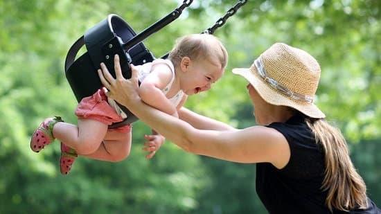 Чи можна брати опікунці на роботу свою дитину